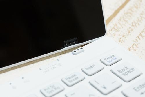 ワイヤレスキーボード 充電用端子